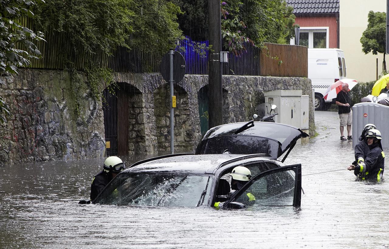 Qué hacer y cómo reclamar los daños de tu coche al seguro ante una inundación