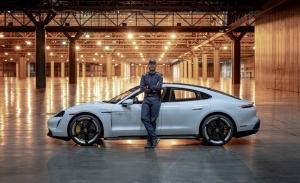 El Porsche Taycan Turbo S también es el coche más rápido del mundo... bajo techo