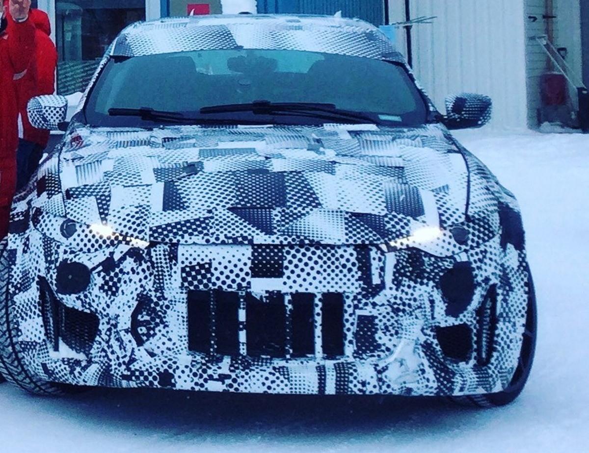 Las mulas del Ferrari Purosangue con cuerpo Maserati muestran por primera vez su frontal