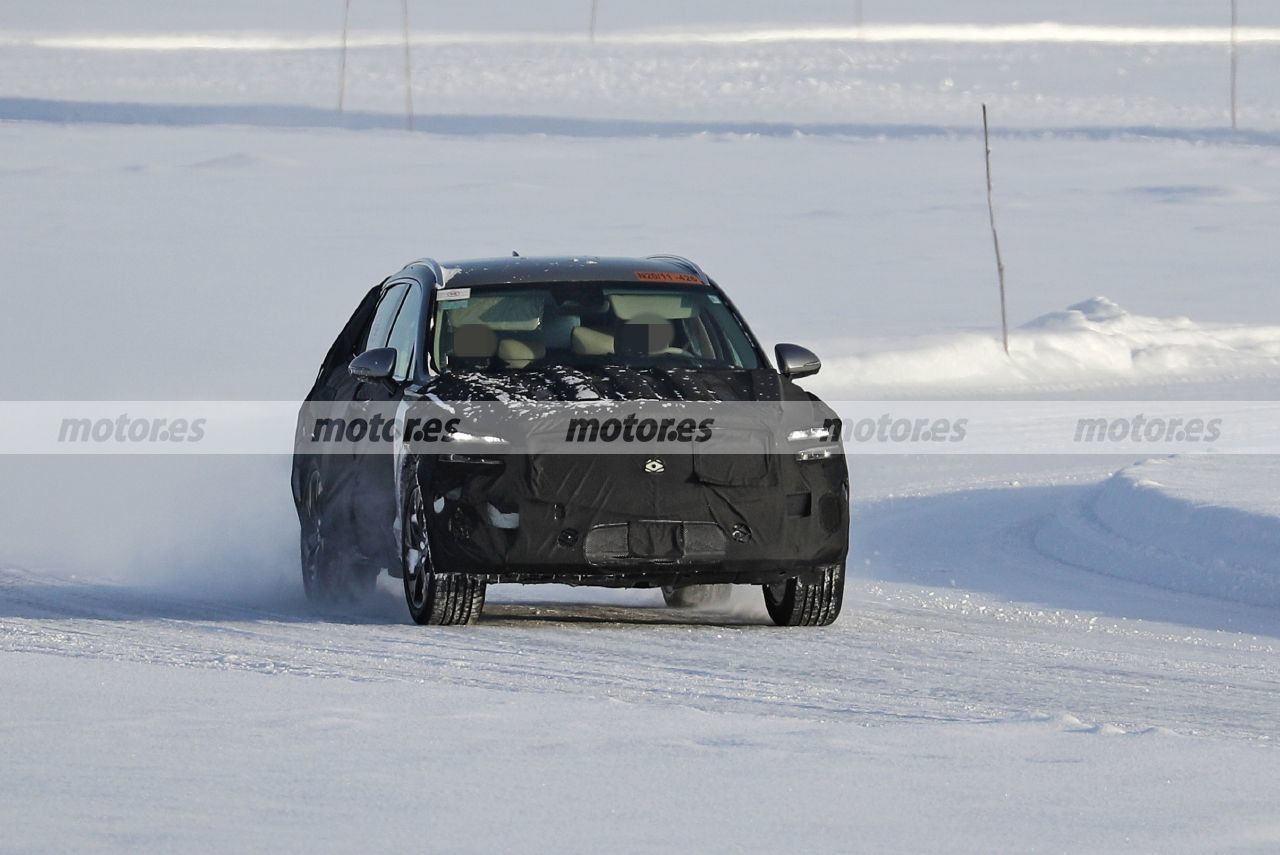 Cazan al Genesis eGV70 2022 en las pruebas de invierno, el rival coreano del BMW iX3