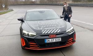 Herbert Diess se atreve a probar el nuevo Audi e-tron GT Prototipo [vídeo]
