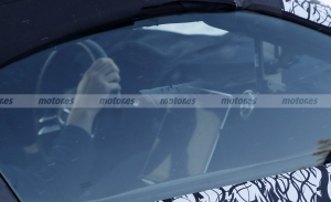 El interior del nuevo Mercedes SL 2022 queda parcialmente al descubierto