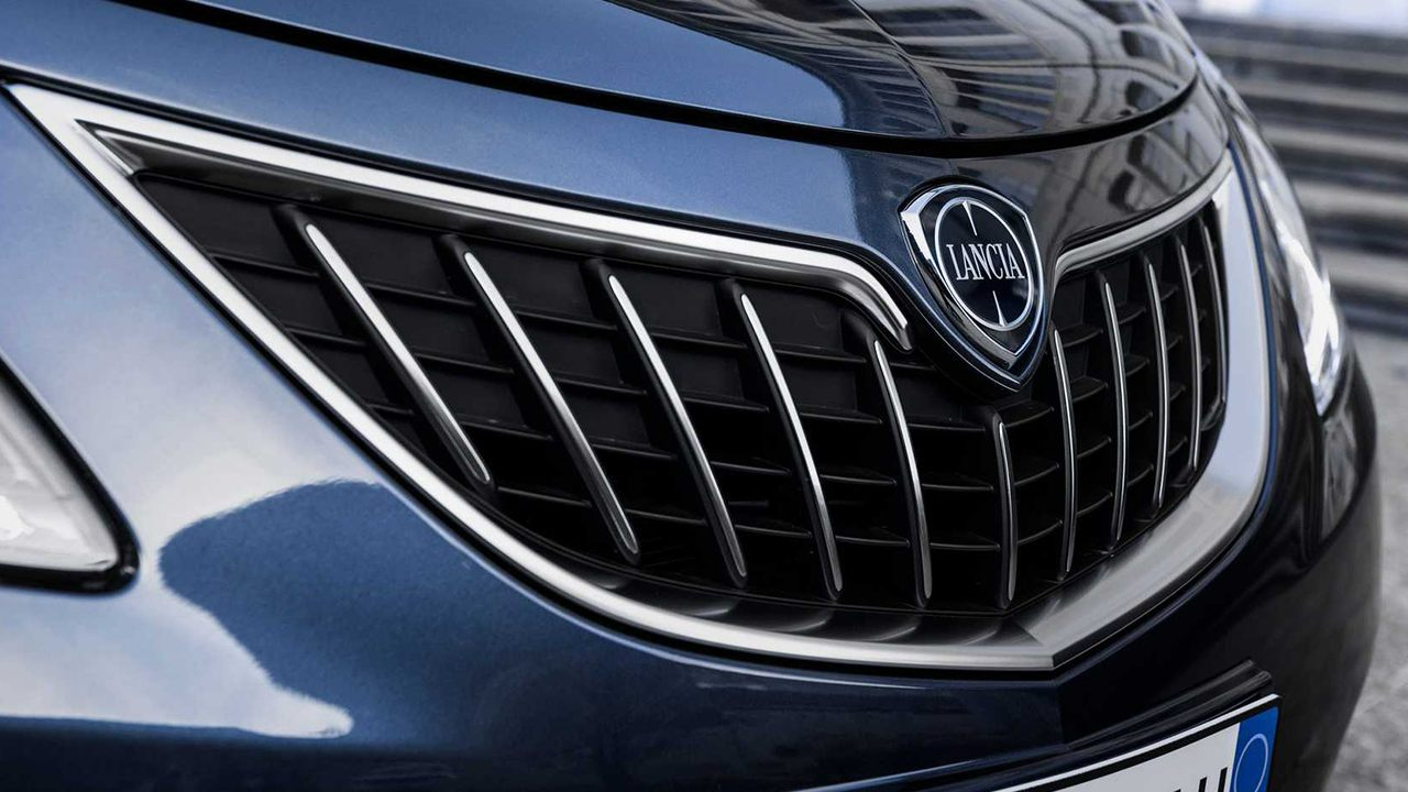 Detalle del frontal del Lancia Ypsilon Facelift 2021