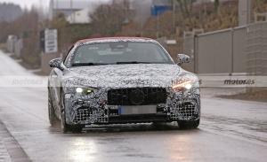 El nuevo Mercedes SL 2022 se deja ver en fotos espía con un sugerente techo rojo