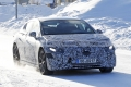 El esperado Mercedes EQE 2022, una berlina eléctrica, se enfrenta al frío y la nieve