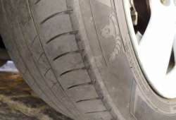 1,5 millones de vehículos circulan con los neumáticos en mal estado
