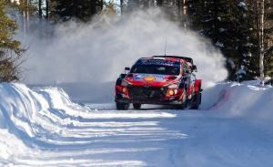 Ott Tänak sigue con paso firme en el Arctic Rally, no así Sébastien Ogier