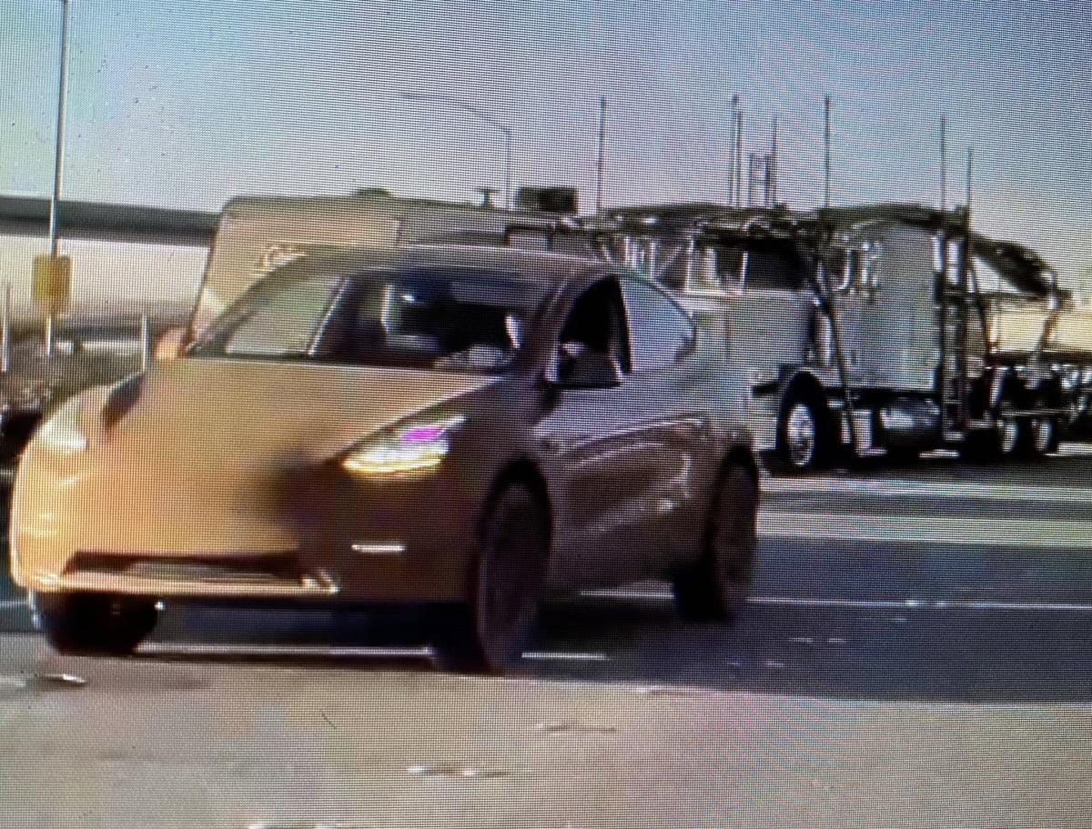 Cazado un prototipo del Tesla Model Y con una extraña configuración off-road