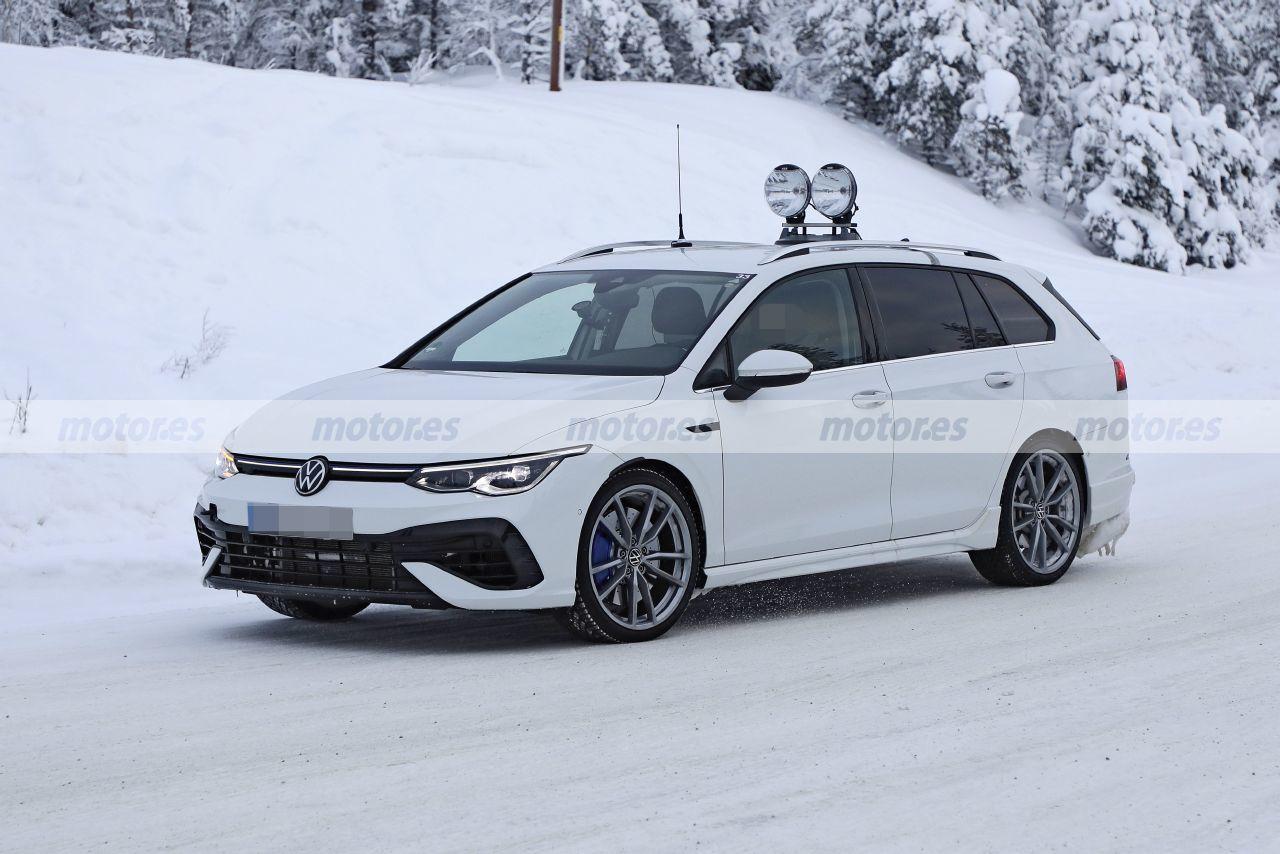 Spy photo Volkswagen Golf R Variant 2021 - exterior