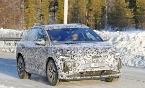 Los Audi Q4 e-tron, y Q4 Sportback e-tron, muestran su interior en nuevas fotos espía