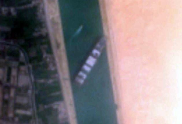 El bloqueo del Canal de Suez pasará factura, sobre todo al repostar