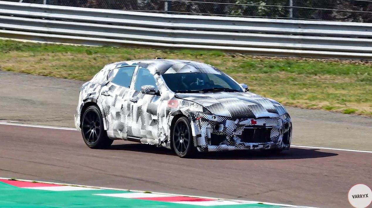 Las mulas del Ferrari Purosangue rodando en el circuito de Fiorano [vídeo]