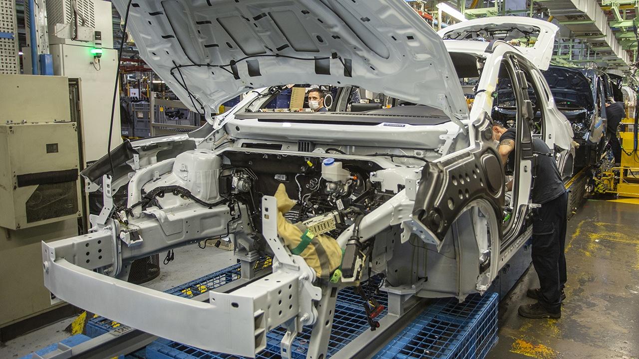 Ford fabricará en España un nuevo motor híbrido y amplía la producción de baterías