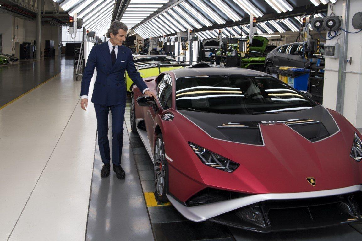Lamborghini anuncia dos novedades con motor V12 que debutarán en 2021