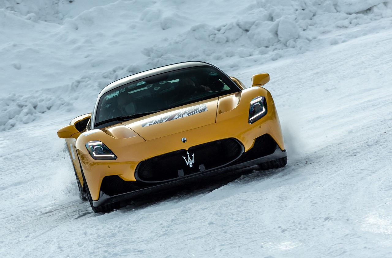 Los prototipos del Maserati MC20 a fondo sobre la nieve [vídeo]