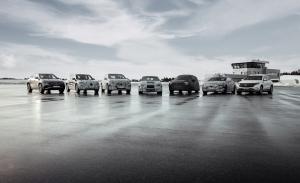 El Mercedes EQE SUV 2023 posa en el teaser de los siete eléctricos de la estrella