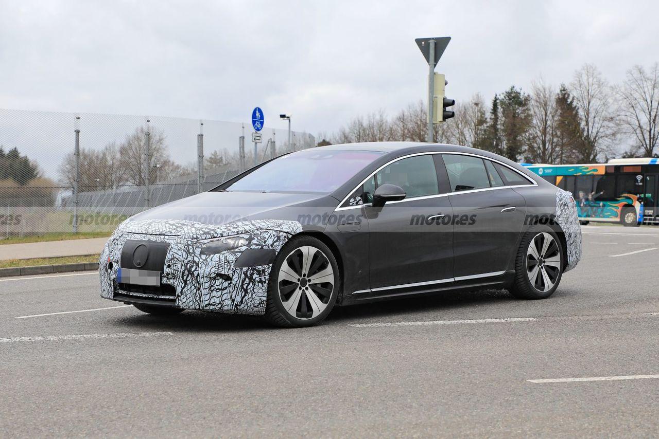 Los prototipos de preproducción del Mercedes EQS ruedan más destapados que nunca