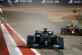 Hamilton le gana el primer duelo a Verstappen y Alonso abandona en su regreso