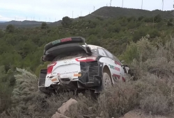 Salida de pista de Sébastien Ogier en los test de Toyota en España
