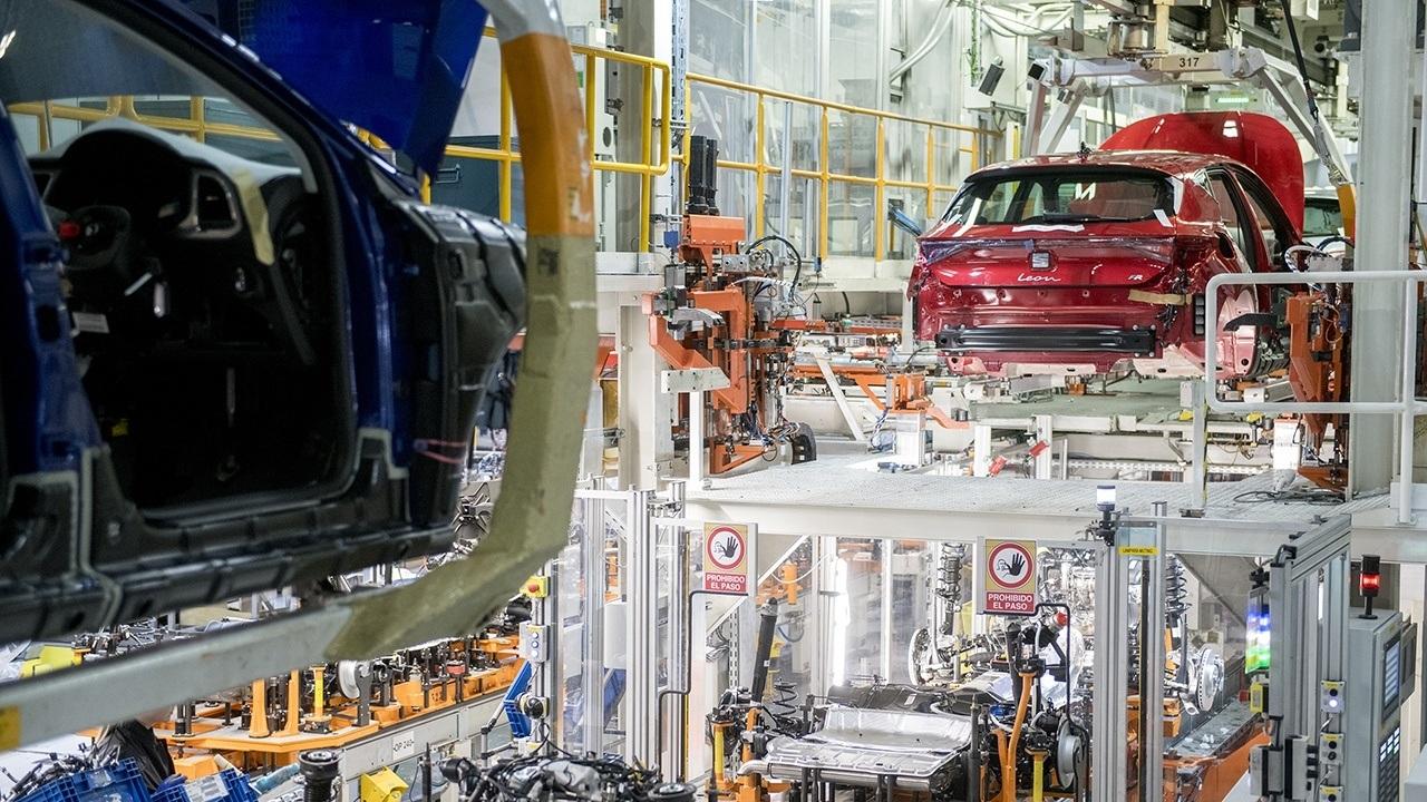 La producción de vehículos en España acentúa su caída en febrero de 2021