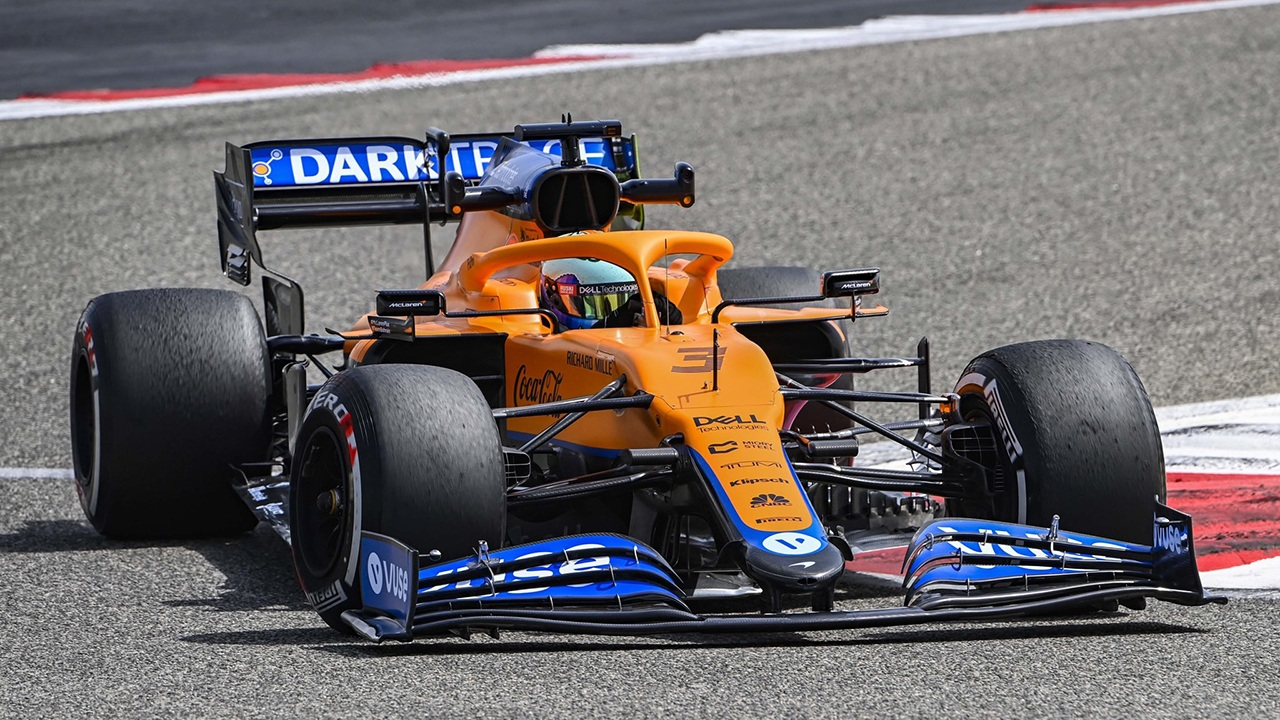 Ricciardo comanda la primera mañana de test, con problemas para Mercedes y susto final de Leclerc