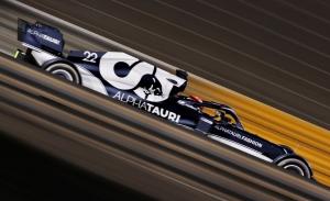 Tsunoda, de animar a Alonso en Fuji con 7 años a adelantarlo en Bahréin