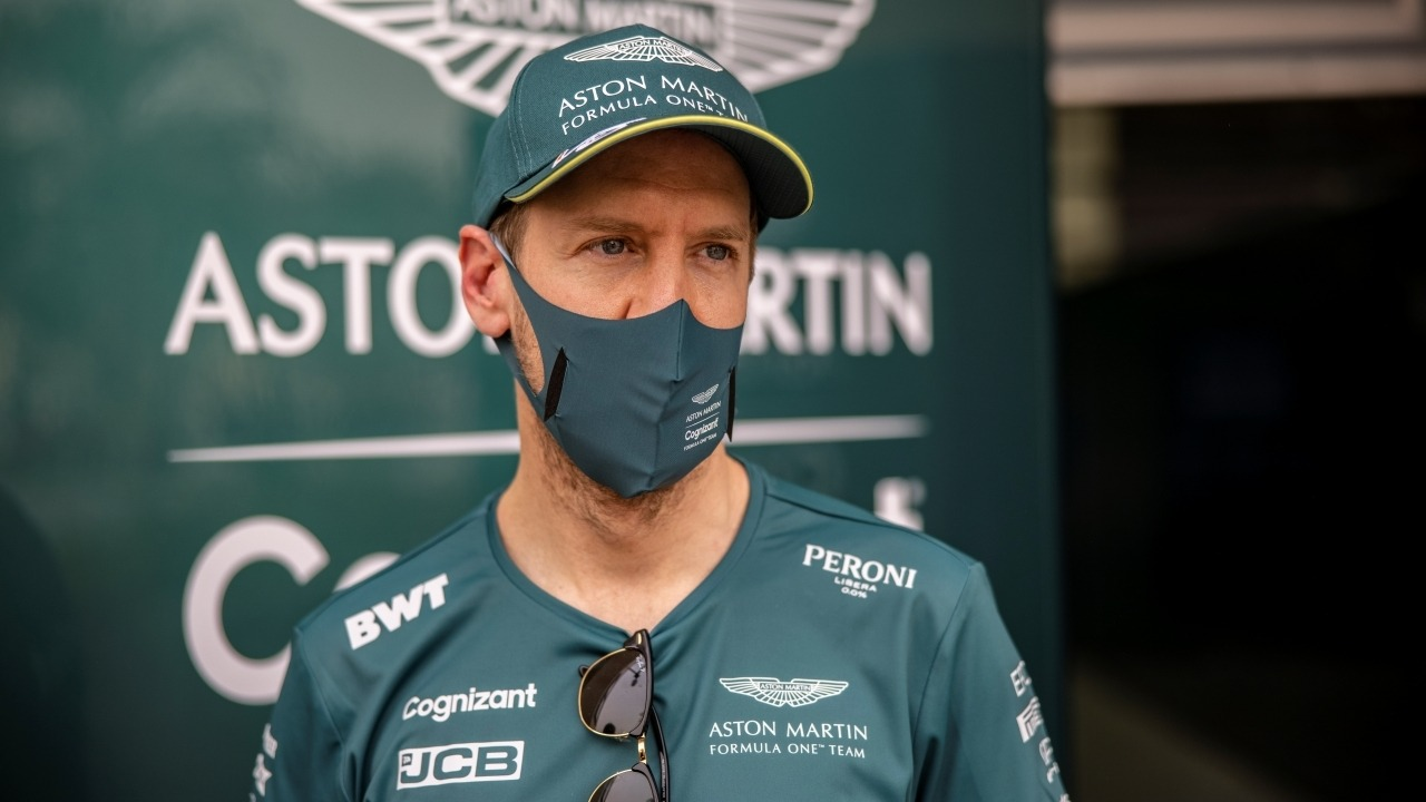 Vettel y sus problemas de adaptación al Aston Martin AMR21