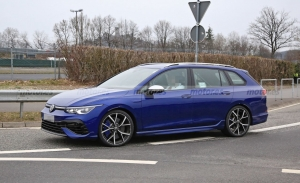 El nuevo Volkswagen Golf R Variant se deja ver desnudo durante sus tests en Europa
