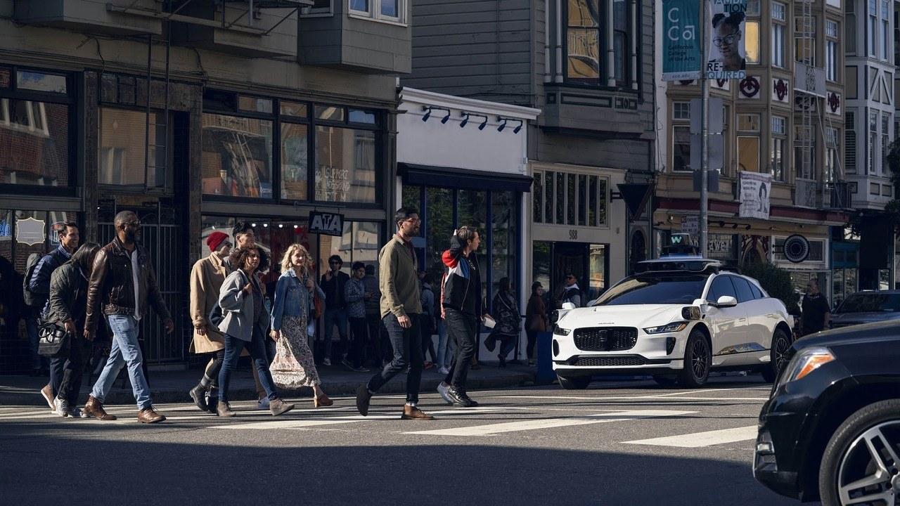 """Waymo asegura que su """"conductor"""" autónomo evita casi cualquier accidente de tráfico"""
