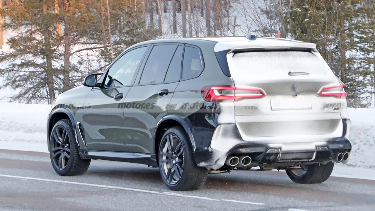 BMW X5 M 2023 - foto espía posterior