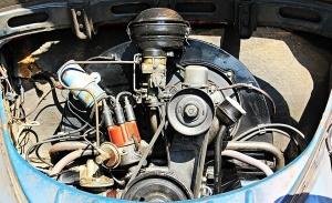 Cómo limpiar el motor del coche: así debes hacerlo para no provocar una avería