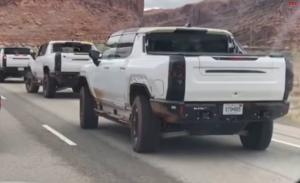 Varios prototipos del Hummer EV cazados probando el 'Modo cangrejo' en carretera