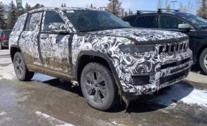 Un prototipo del Jeep Grand Cherokee 4xe PHEV se descubre al rodar en silencio [vídeo]