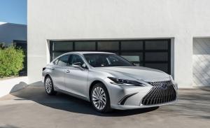 El Lexus ES 2022 llega con ligeros retoques estéticos y una gran pantalla táctil