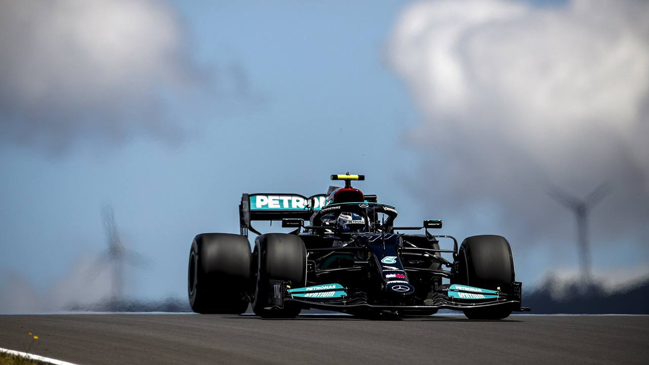 Bottas manda en los libres 1 de Portimao por sólo 25 milésimas sobre Verstappen