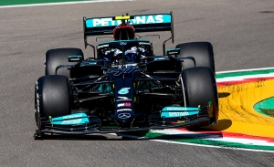 Bottas repite con el mejor tiempo y Sainz se asoma al podio
