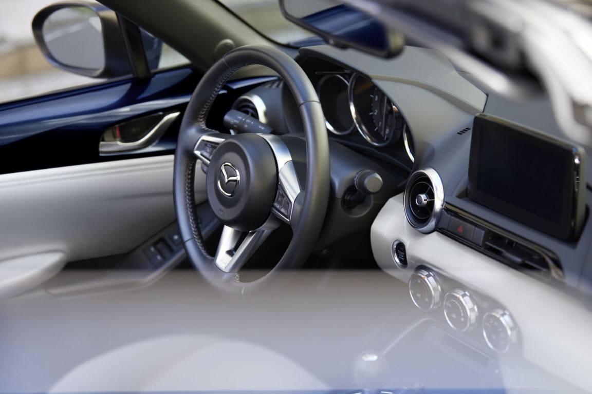 Foto Mazda MX-5 2021 - interior