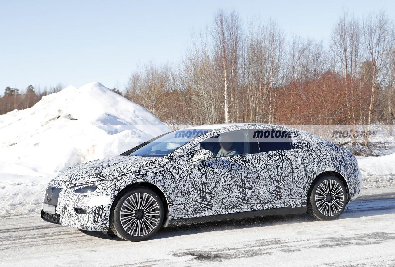 Foto espía - Mercedes EQE 2022 en las pruebas de invierno