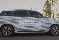 El Hyundai Alcazar posa con un camuflaje especial en un nuevo teaser