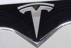 Un Tesla Model S se ha estrellado ¡sin nadie al volante!, dos hombres han fallecido