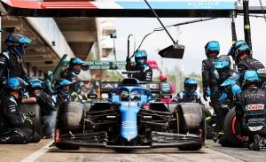 Alonso no suma puntos en casa: «Una estrategia un poco suicida, pero el coche rinde»