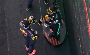 Así se decidió el GP de España: un error en boxes y una decisión 'in extremis'