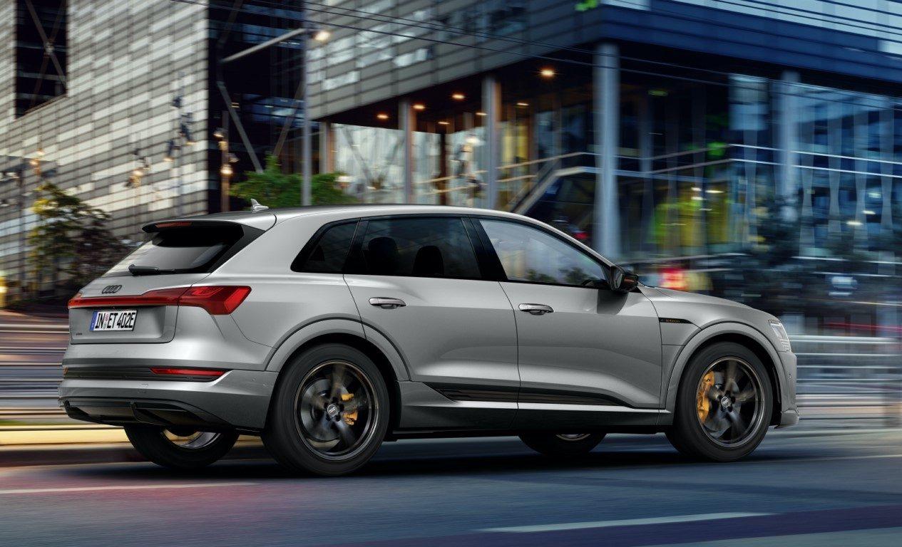 Foto Audi e-tron S line black edition - exterior