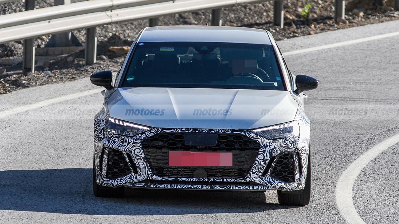 Audi RS 3 Sedán 2021 - foto espía frontal