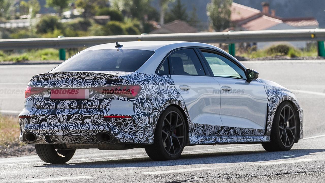 Audi RS 3 Sedán 2021 - foto espía posterior