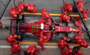 Brawn: «Ferrari no va a tardar en llamar a la puerta de Mercedes y Red Bull»