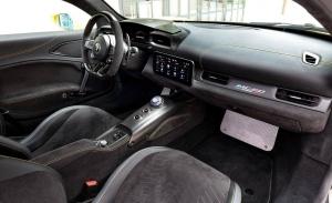Cuatro productos esenciales para limpiar el interior de tu coche