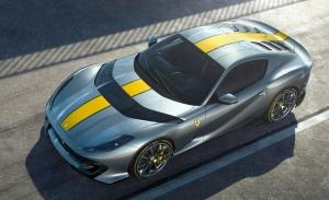 El brutal Ferrari 812 Competizione al detalle en sus primeros vídeos