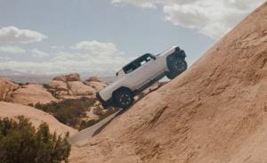 Los prototipos del GMC Hummer EV salen de ruta 4x4 por el desierto de Moab [vídeo]