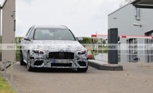 Los prototipos del nuevo Mercedes-AMG C 63 e Estate 2022 pierden camuflaje